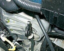 Самостоятельная проверка уровня масла в коробке передач «Лада Гранта»