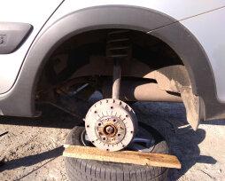 Почему клинит колесо и что делать, если туго крутится колесо на «Калине»