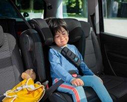 Перевозка детей в автомобиле на переднем сиденье: правила и рекомендации