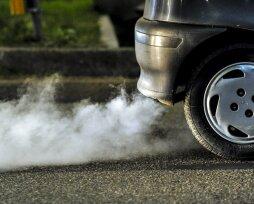 Дым из выхлопной трубы бензинового двигателя при нажатии газа: почему появляется, последствия