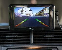 Рейтинг камер заднего вида с монитором — технические характеристики, плюсы и минусы
