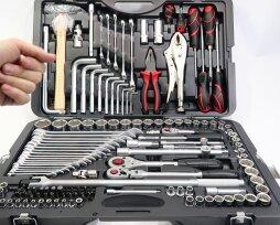 Особенности, характеристика наборов автомобильного инструмента Force в чемодане, рейтинг лучших по мнению покупателей