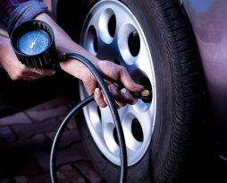 Какое давление нужно поддерживать в шинах зимой и летом
