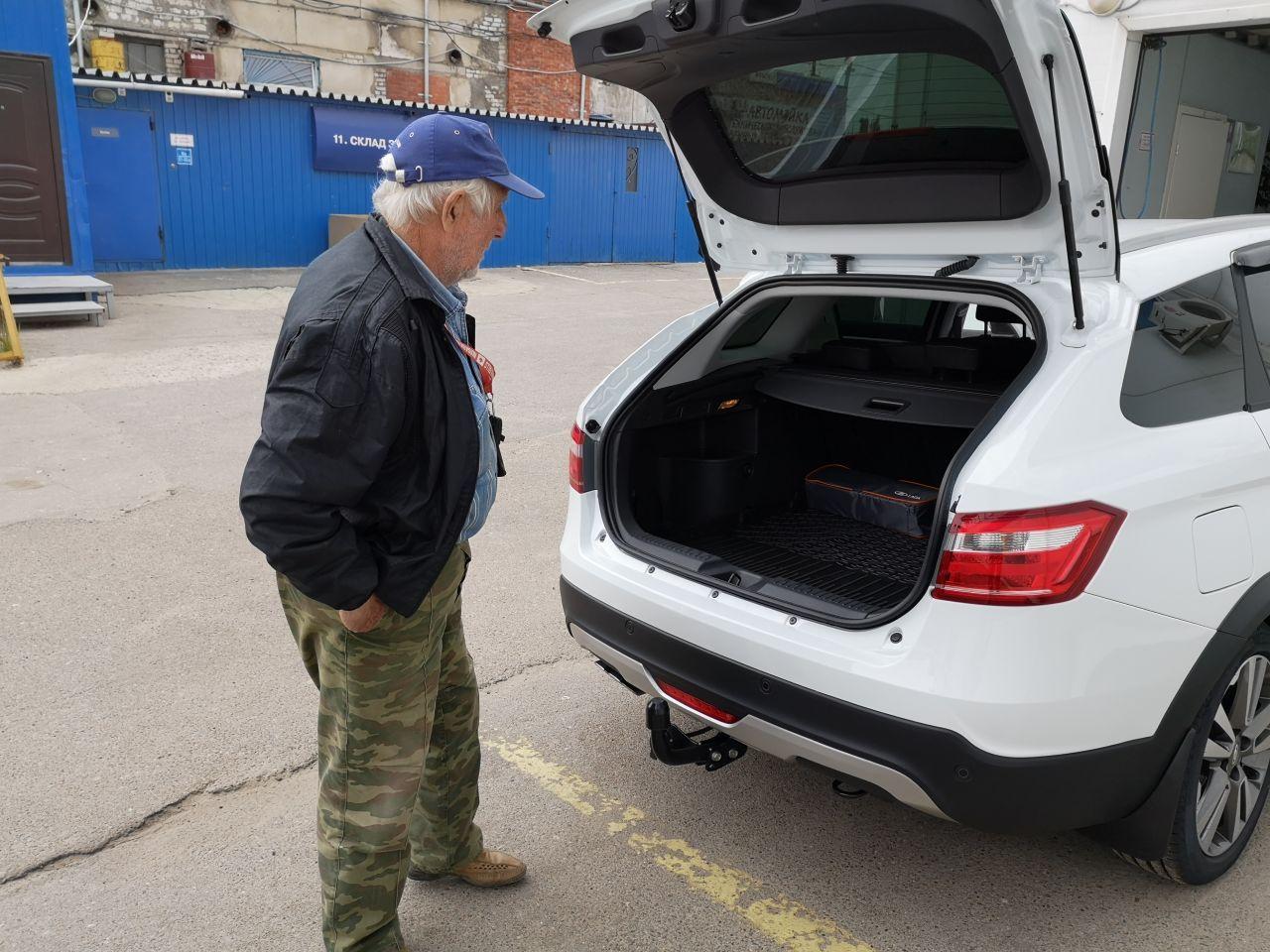 Как открыть багажник на Весте