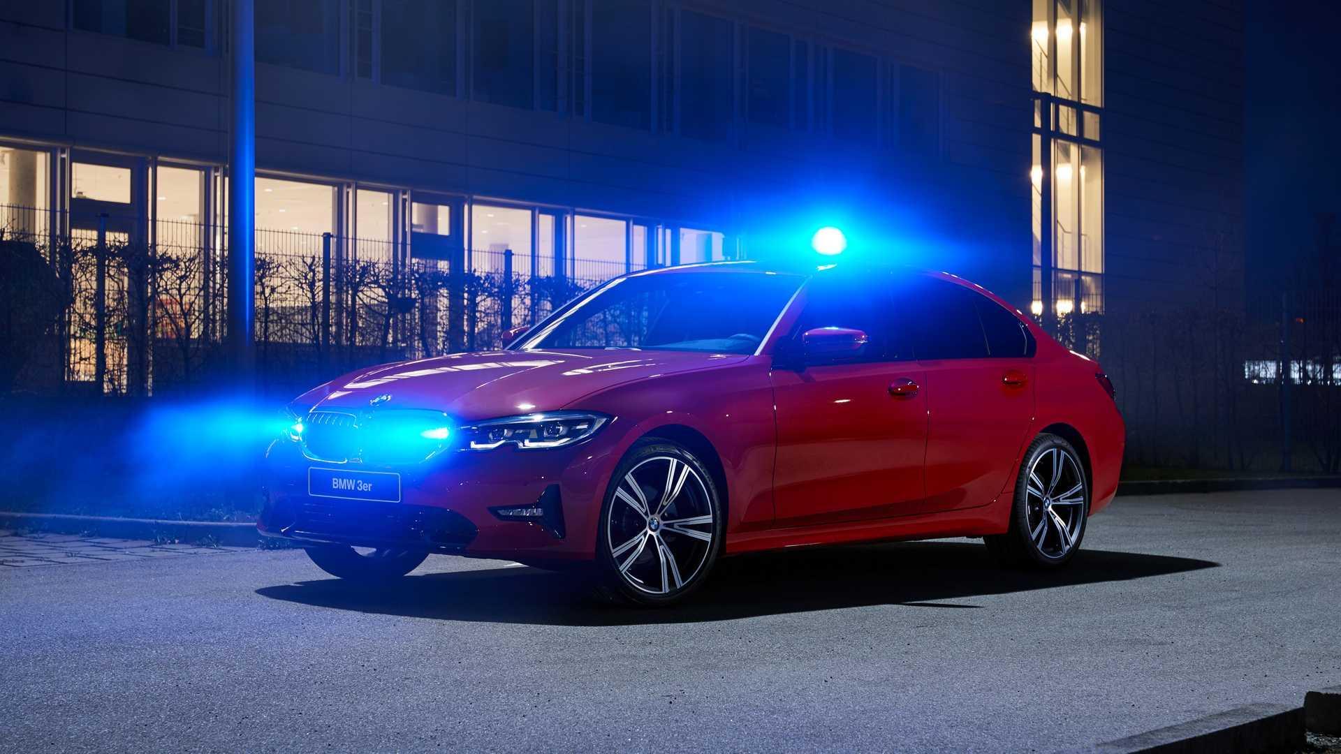 BMW с синей мигалкой