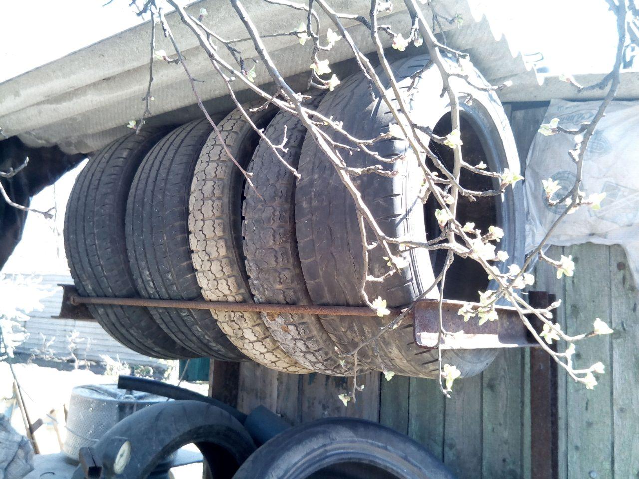 Колеса можно хранить на улице, спрятав под навесом от дождя и солнца
