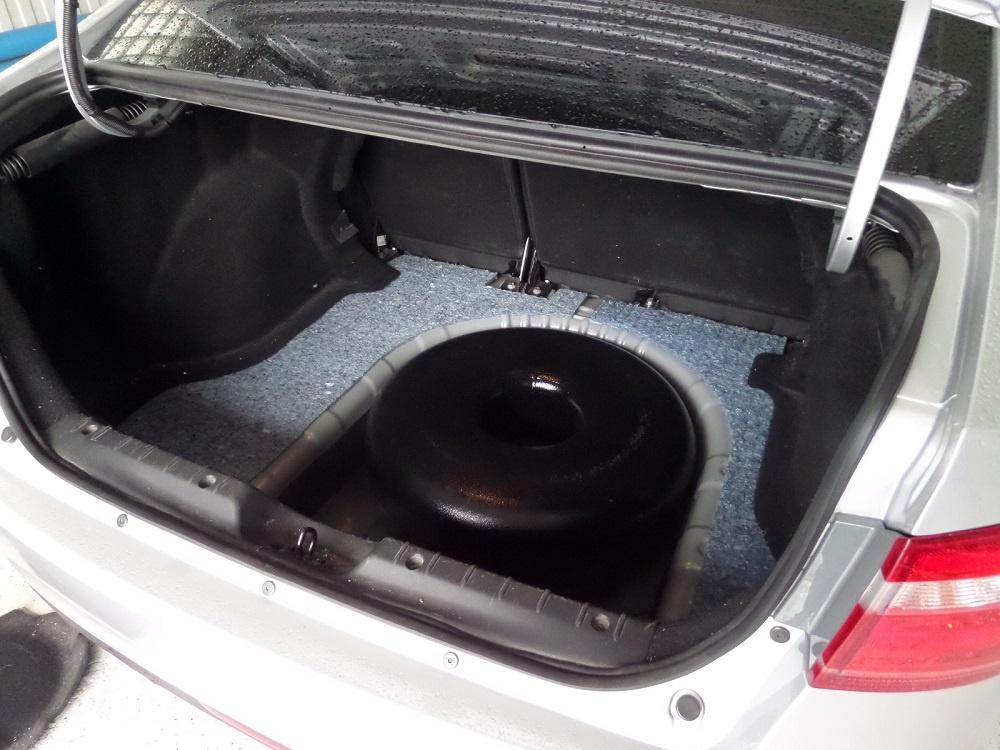 ГБО баллон в багажнике Весты
