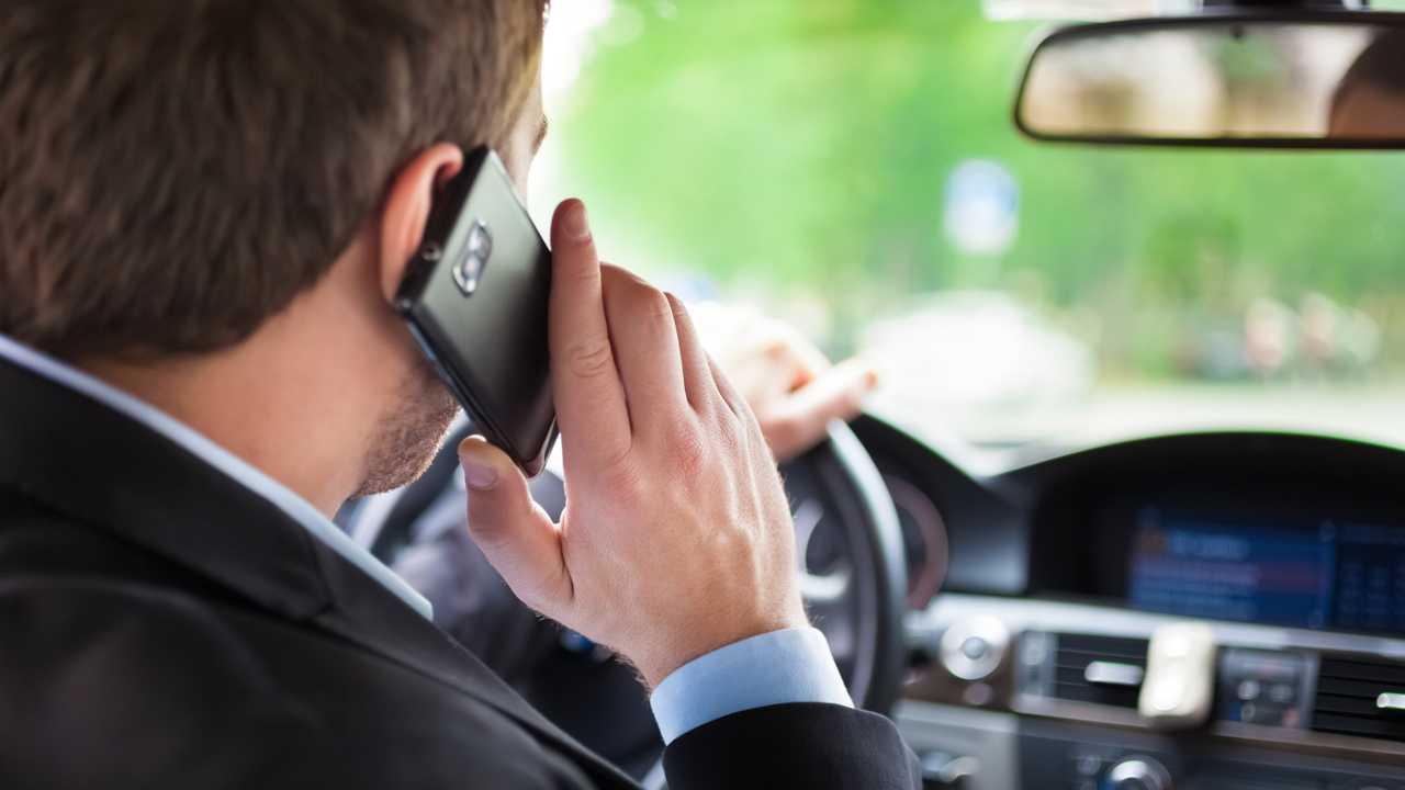 Использование мобильного телефона водителем