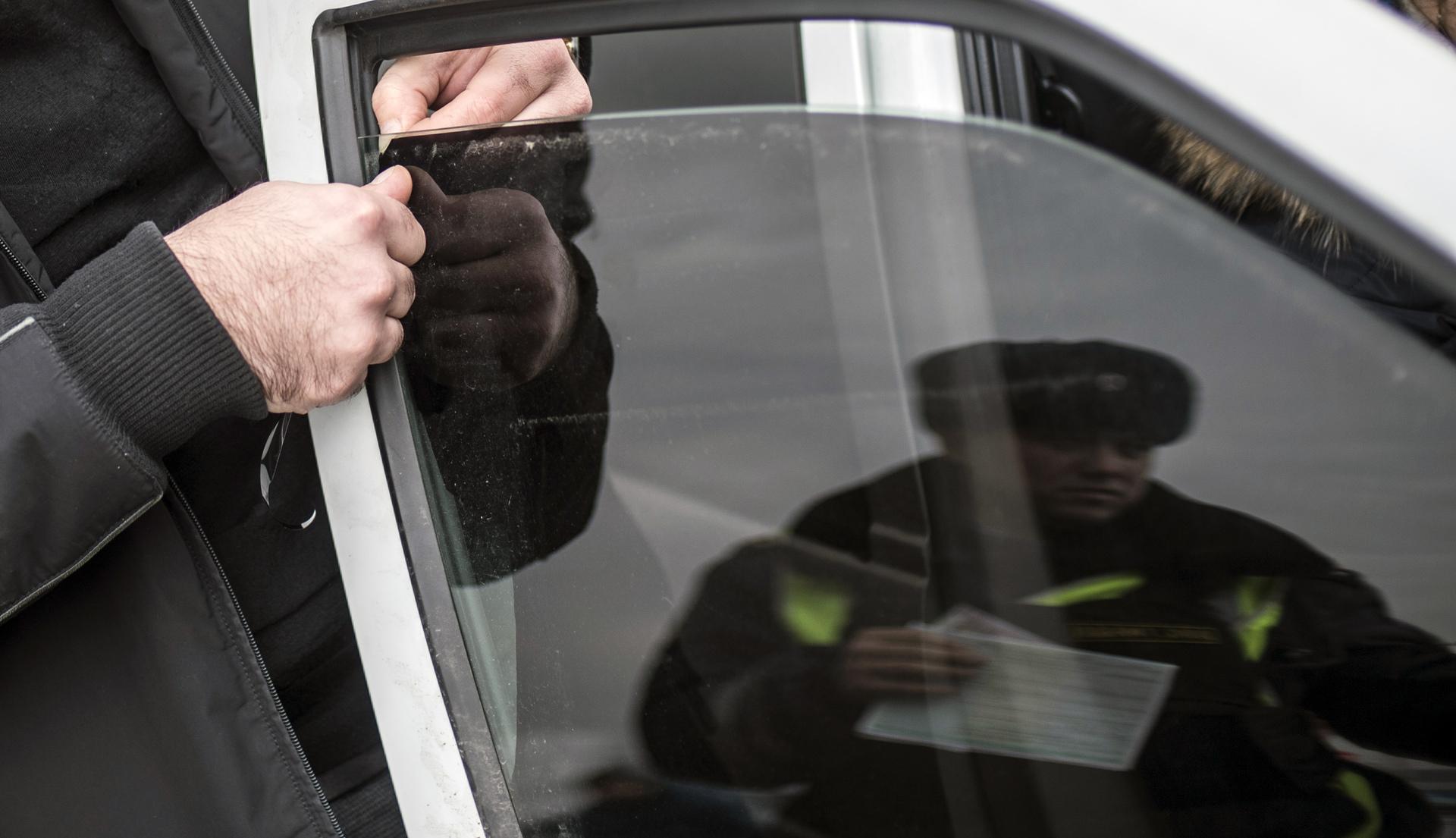 Можно избежать штрафа, сняв тонировку в присутствии инспектора
