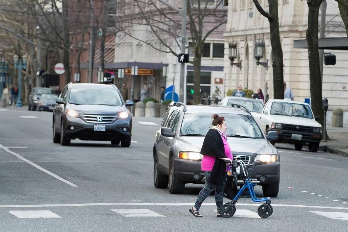 Обязанность водителей пропускать пешеходов