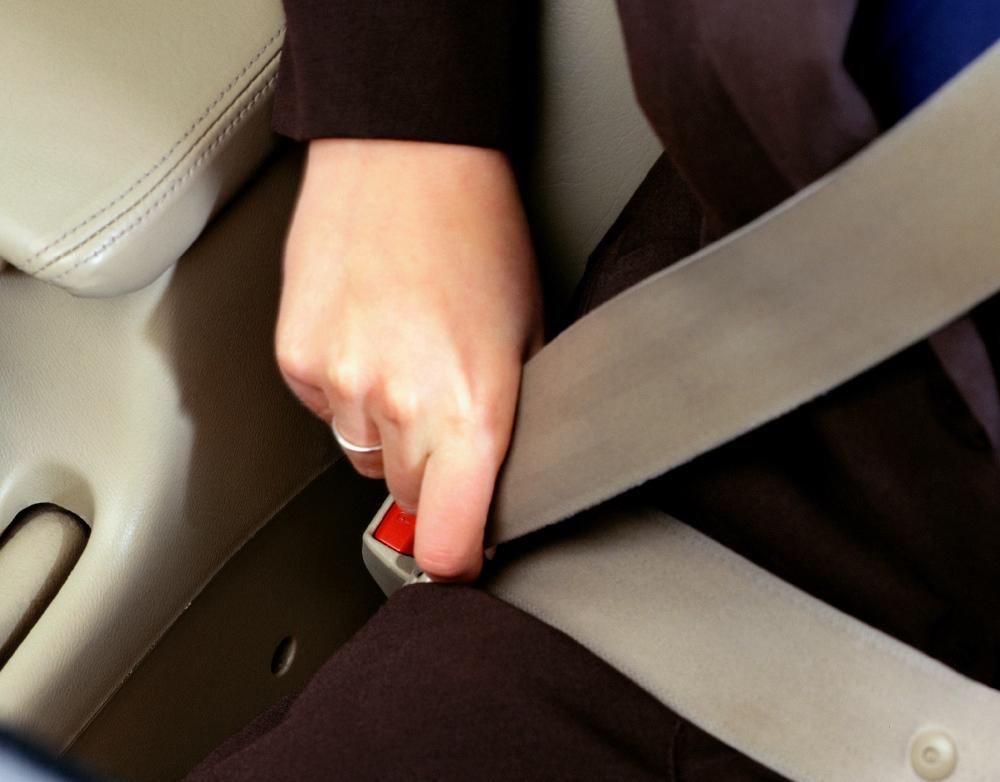 Пассажир обязан пристегнуть ремень безопасности