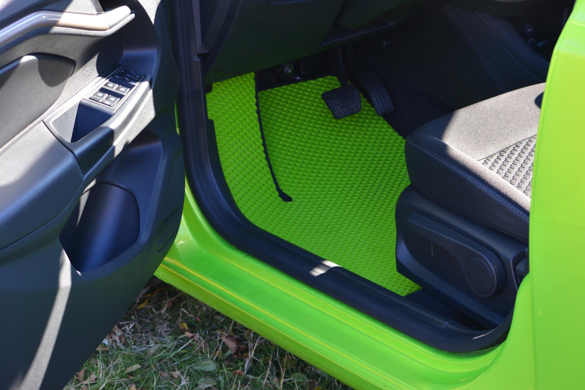 Полимерные коврики зеленого цвета