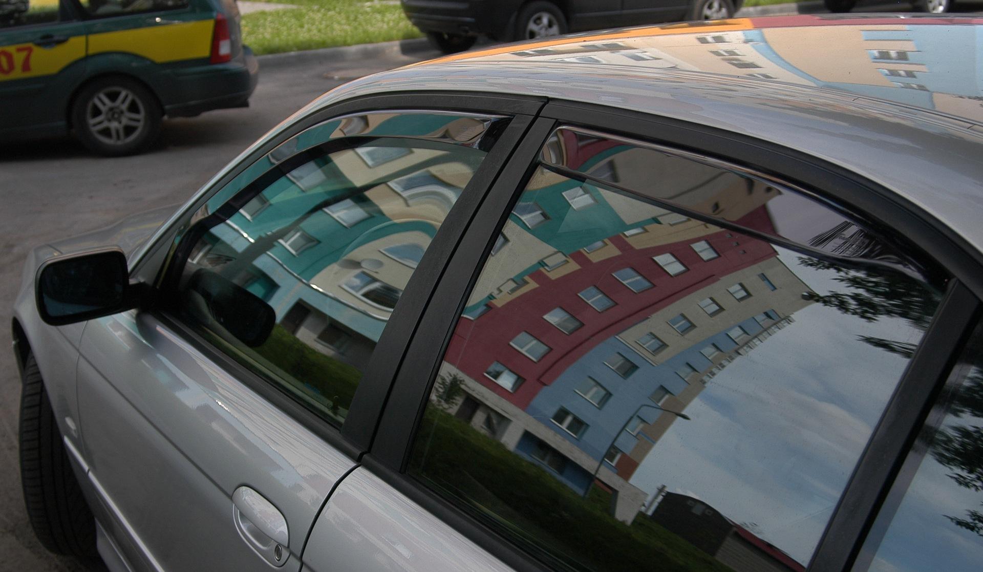 Дефлекторы на окнах авто