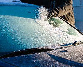Щетка для автомобиля от снега