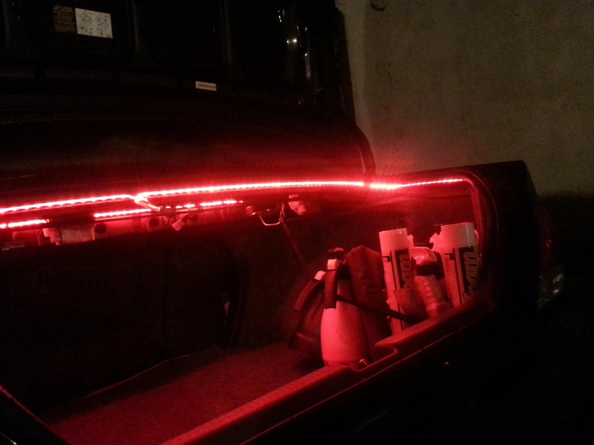 Как подключить светодиодную ленту в авто для красивой подсветки багажника