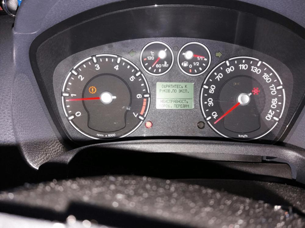 На табло приборной панели отображается положение АКПП Ford Fiesta mk5