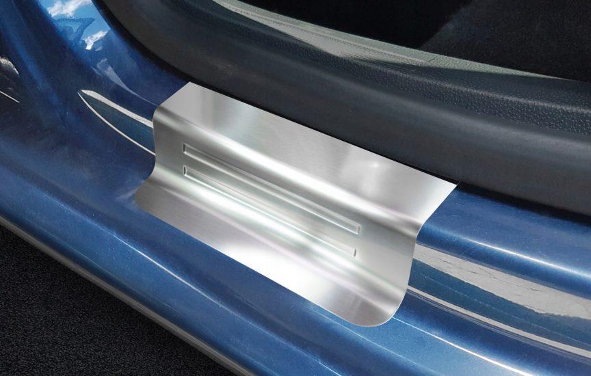 накладки на пороги авто
