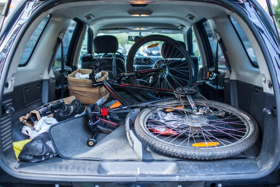 Перевозка велосипеда в багажнике