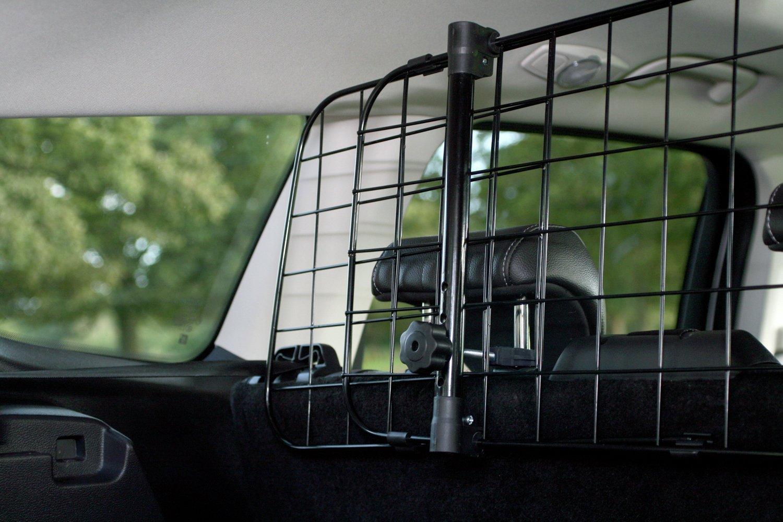 Разделительная решетка в багажник автомобиля