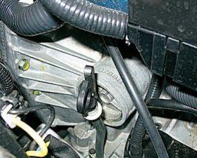 Самостоятельная проверка уровня масла в коробке передач Лада Гранта