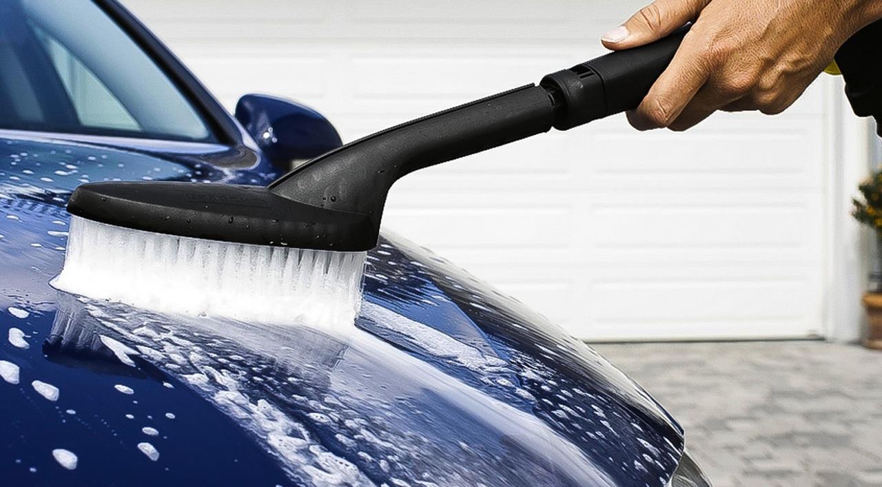 Щетка для мойки автомобиля с подачей воды