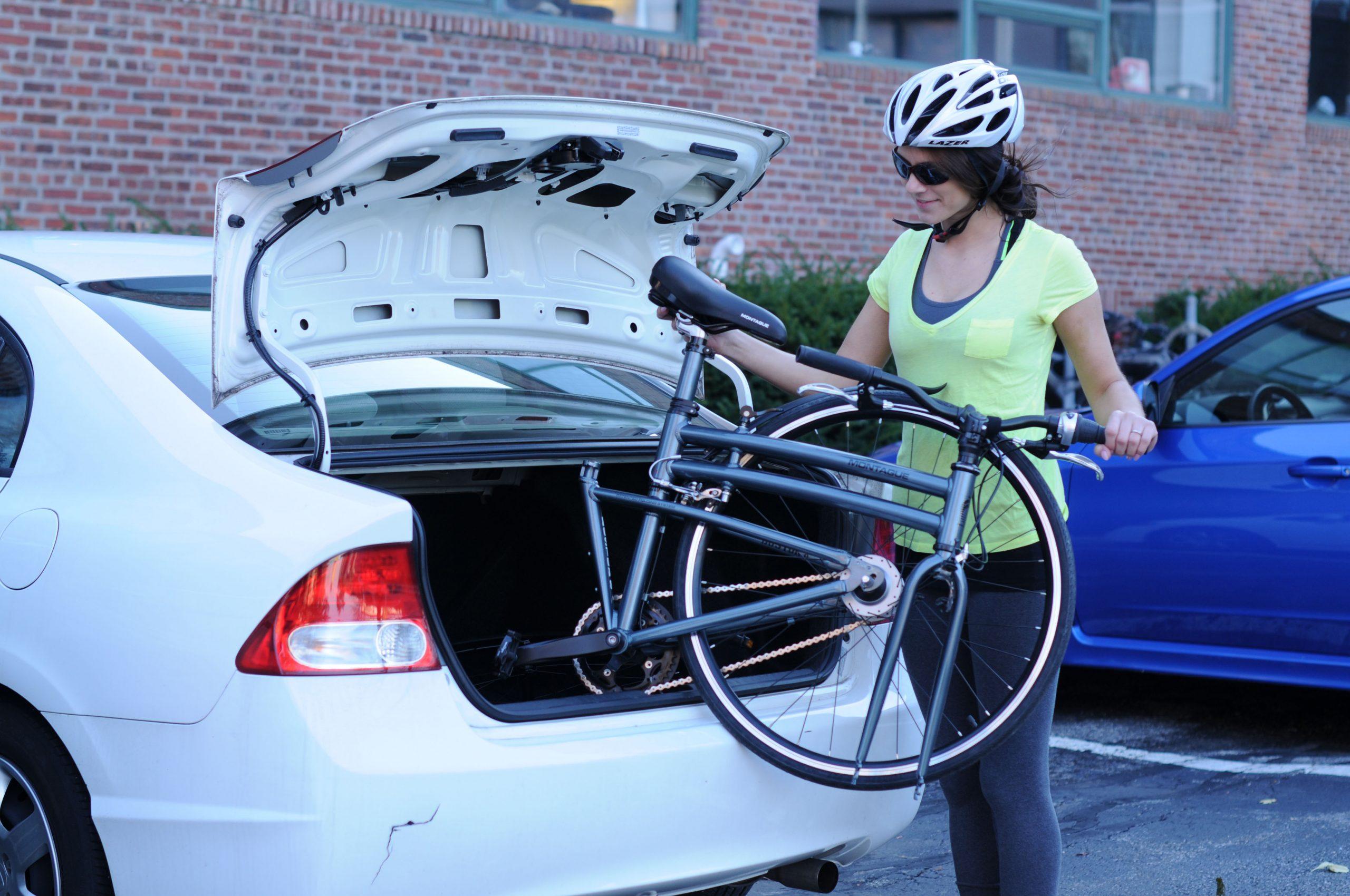 Способы перевозки велосипеда на машине при отсутствии и наличии багажника