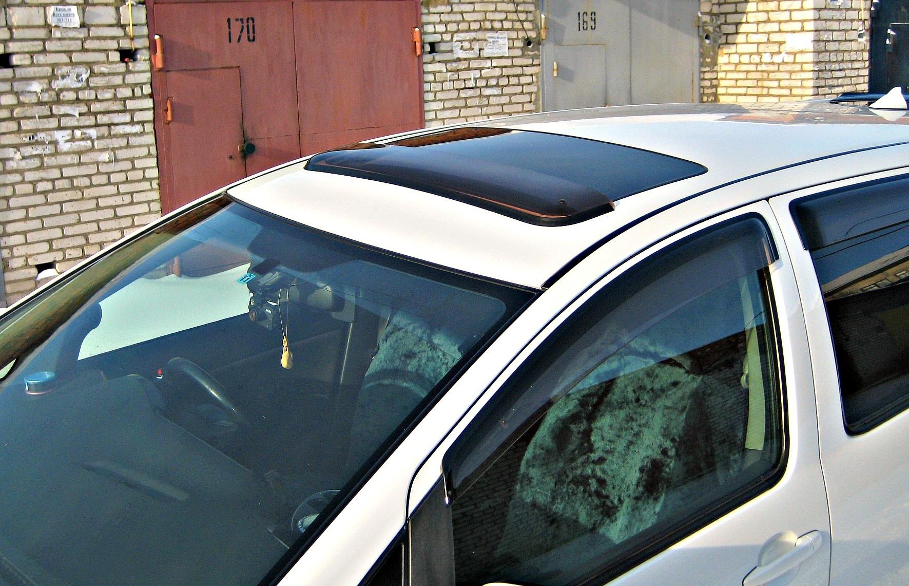 Установка дефлекторов на люк авто