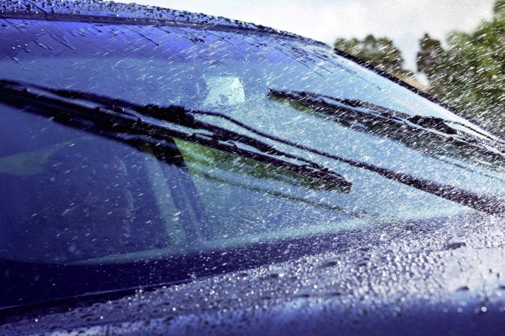 Виды жидкостей-стеклоочистителей для автомобиля