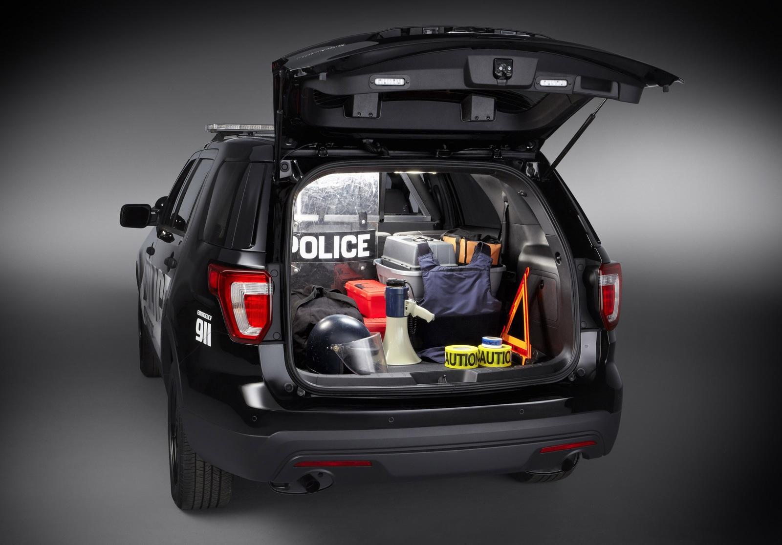 Багажник полицейской машины