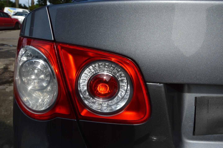фонарь на багажник авто