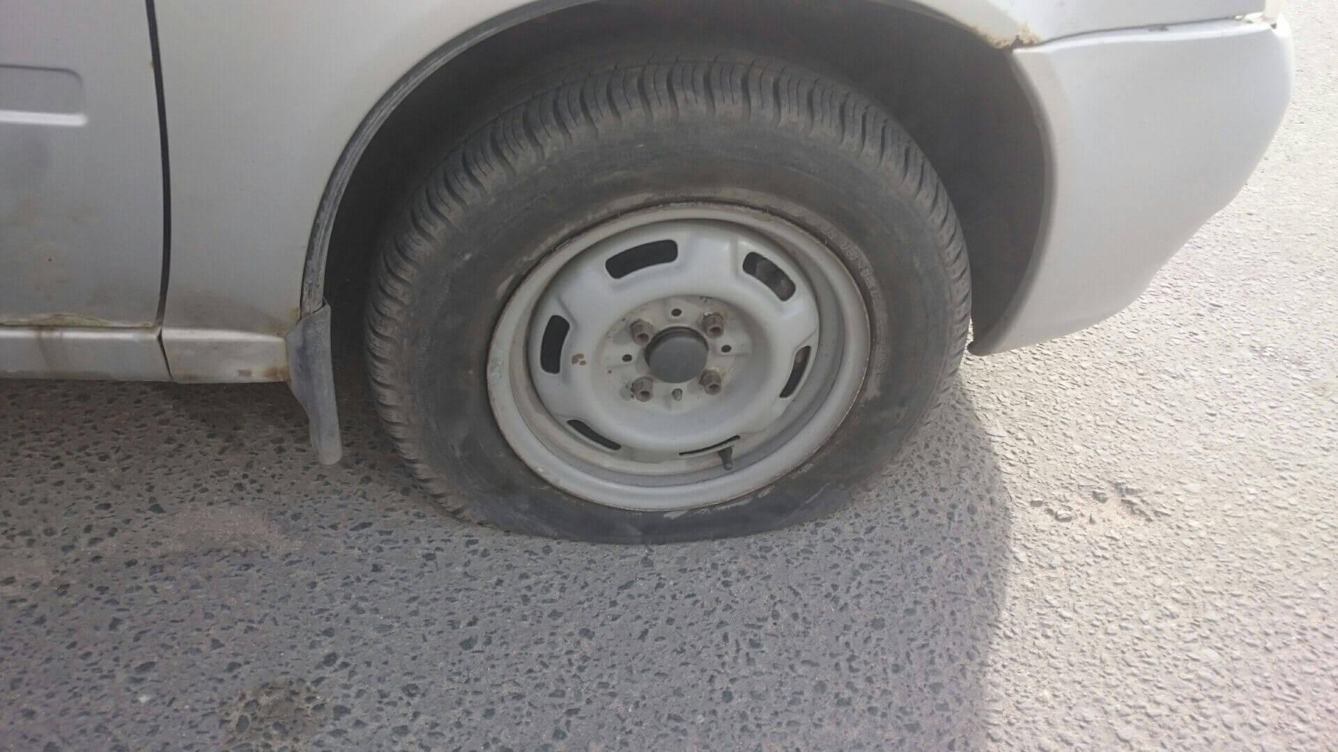 Спустило колесо на Ладе Калине