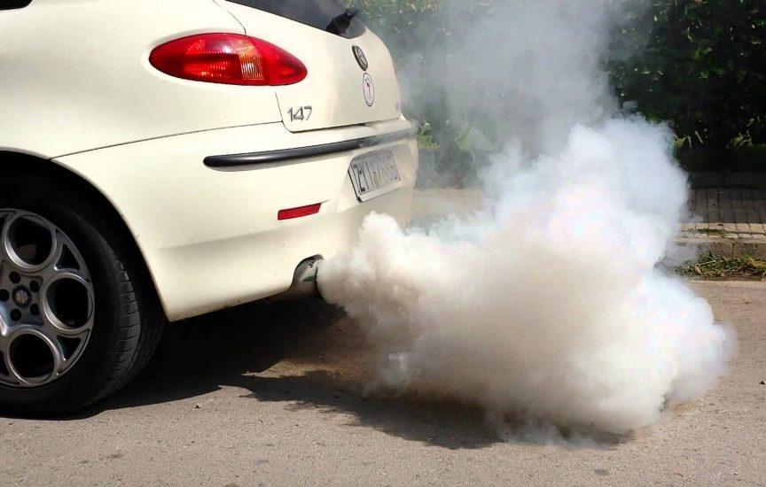 почему воняет выхлоп у машины