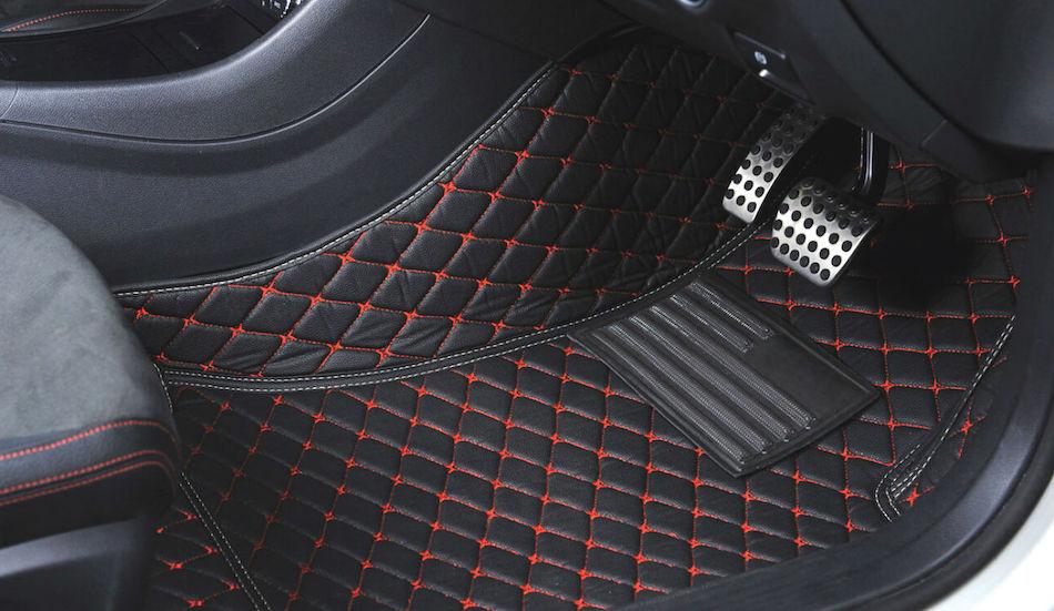 новые коврики в салоне авто