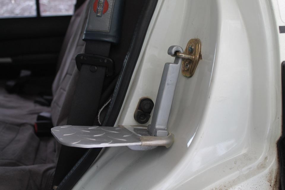 подножка для доступа к багажнику на крыше