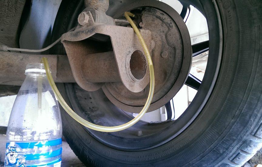 причины утечки тормозной жидкости заднего колеса калина