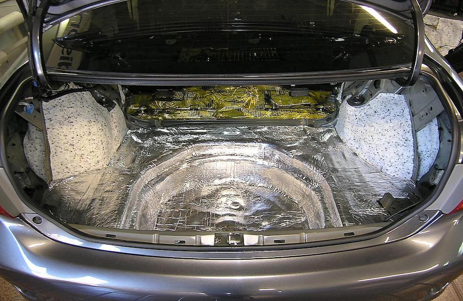 Шумоизолированный багажник авто