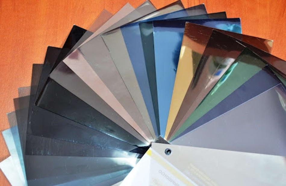 варианты цветной пленки на стекла авто
