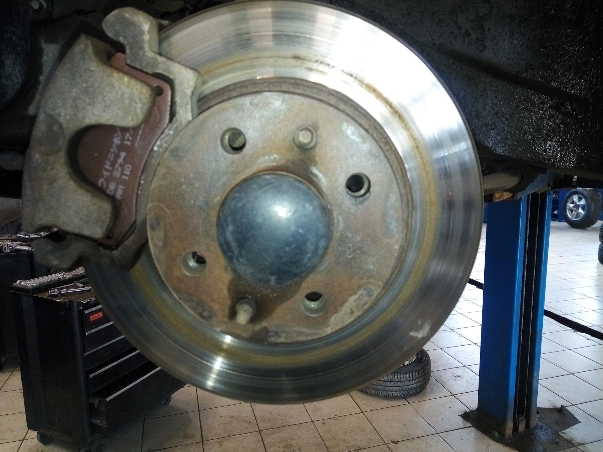 Замена тормозных дисков на «Гранте»