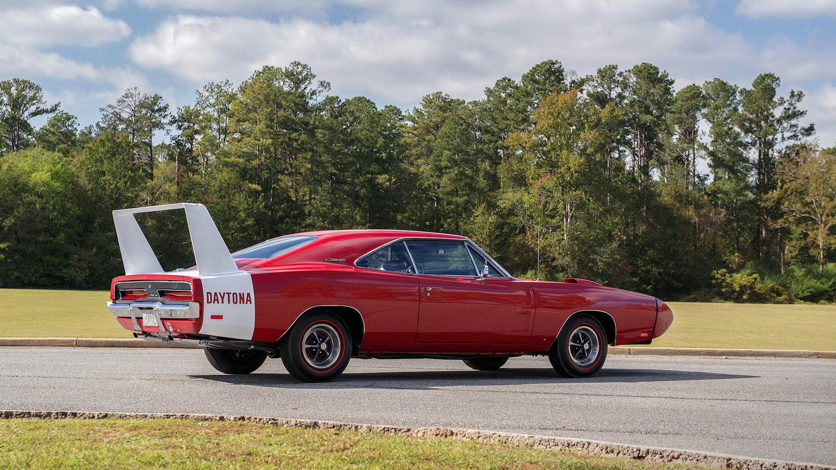 Автомобиль Dodge Charger Daytona