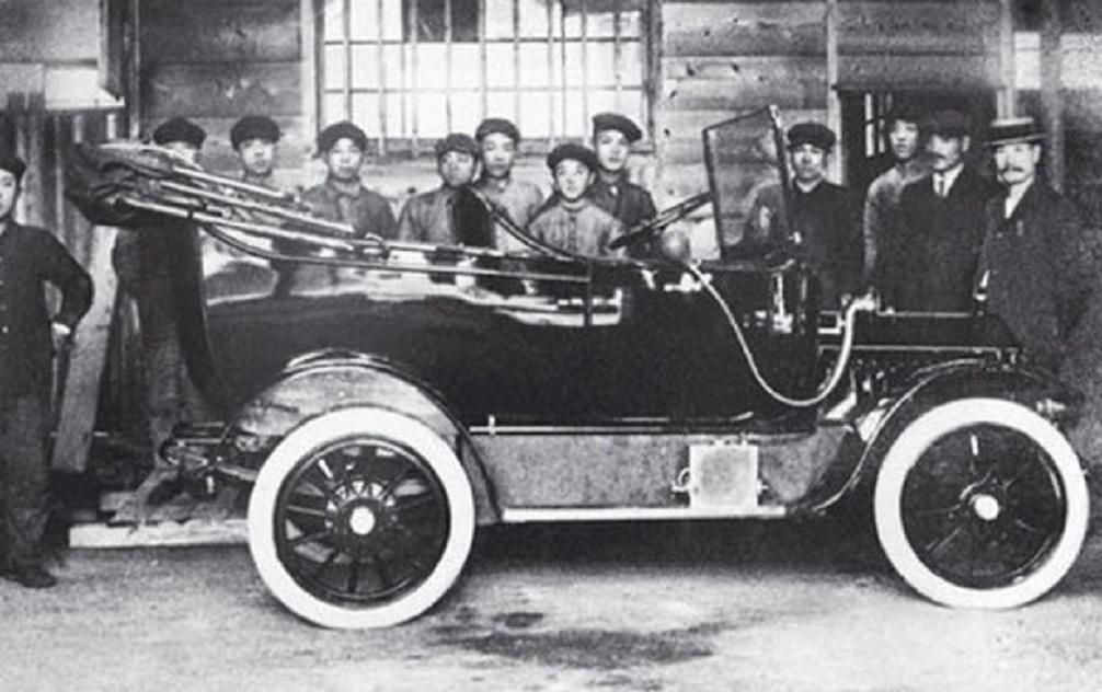 Первый автомобиль Датсунг