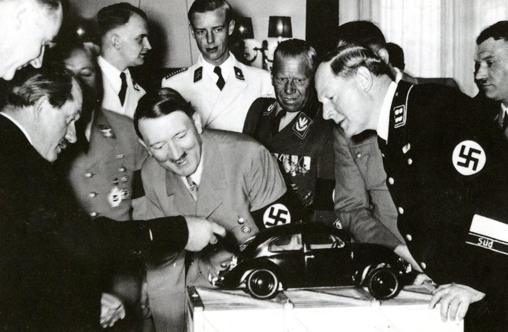 Демонстрация А. Гитлеру модели «Фольксваген»