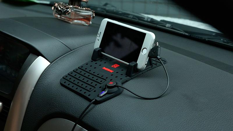 коврик держатель телефона на панель автомобиля
