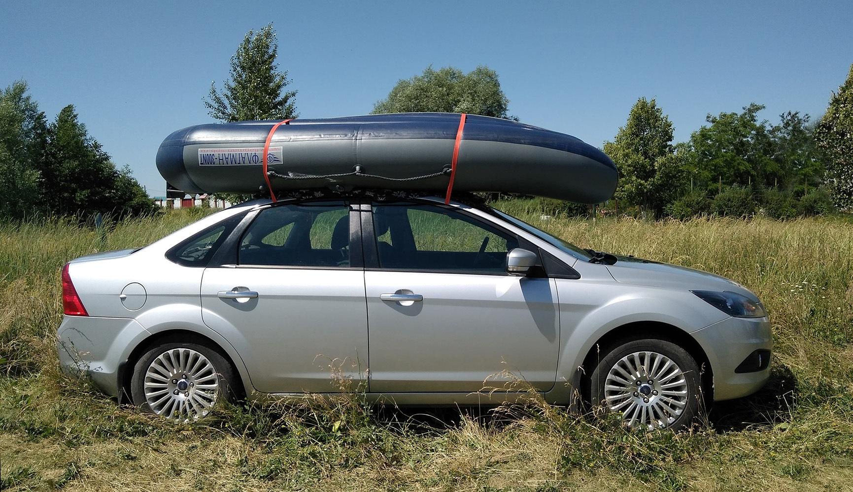 Лодка на крыше автомобиля