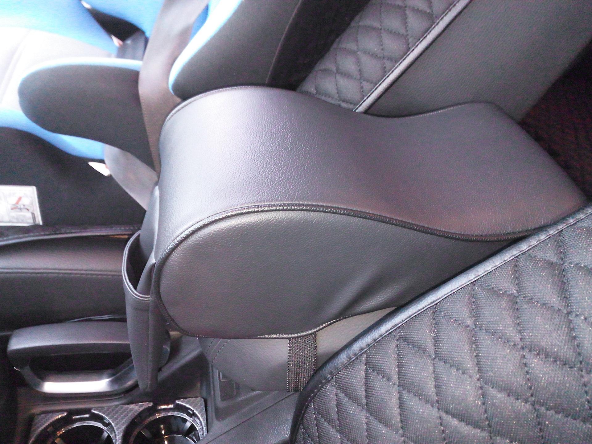 Накладка подушка на подлокотник автомобиля