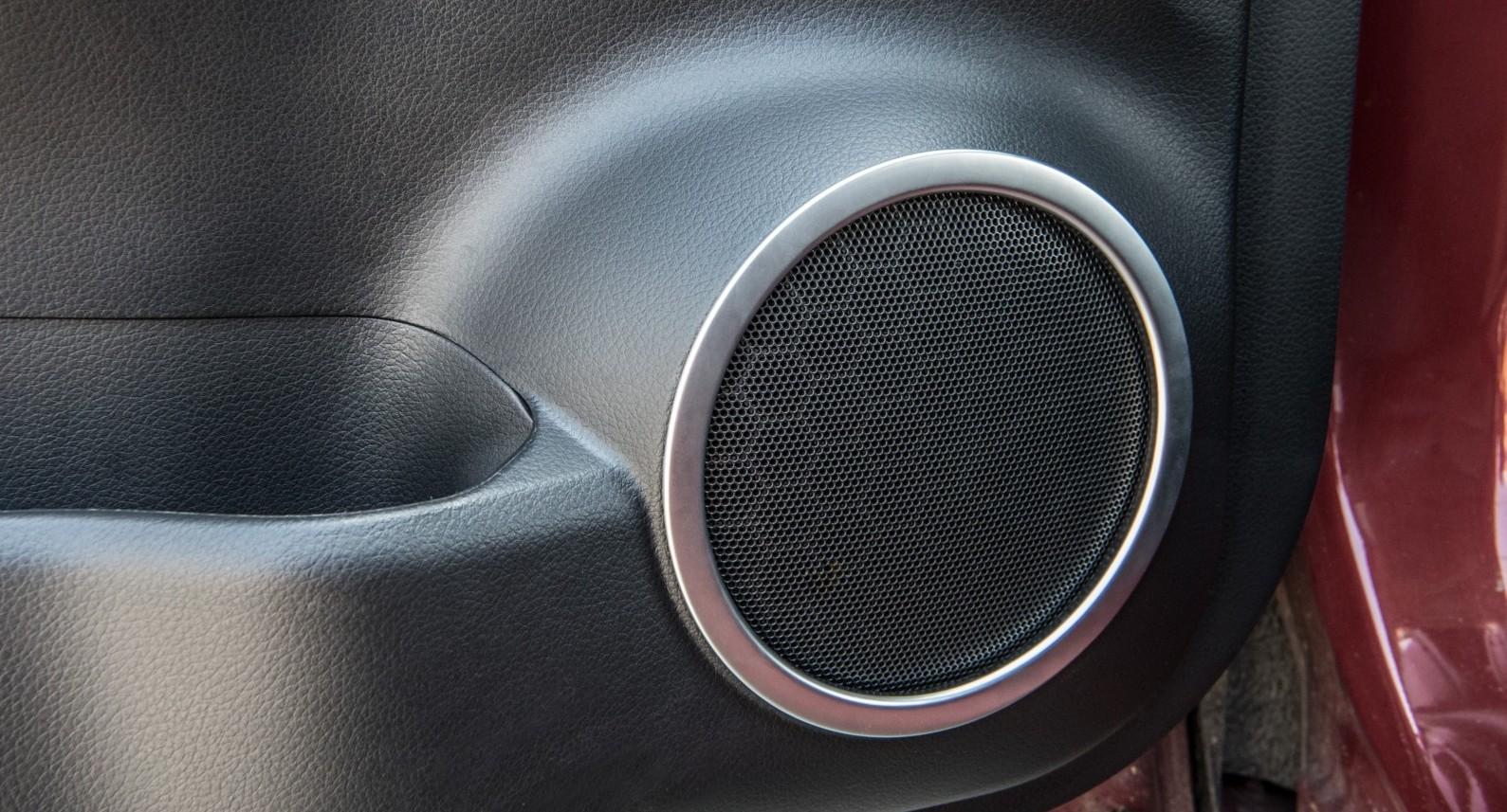 накладки на колонки в авто