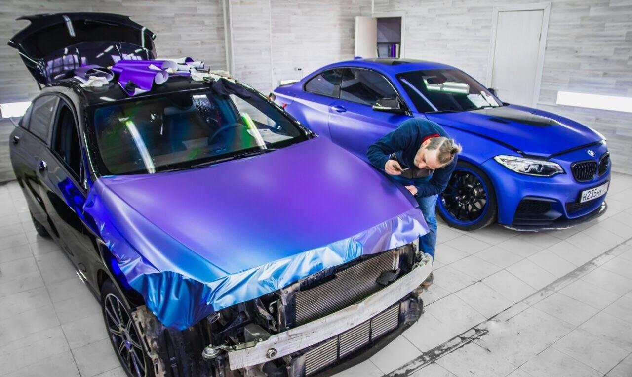Оклеивание машины в цветную пленку