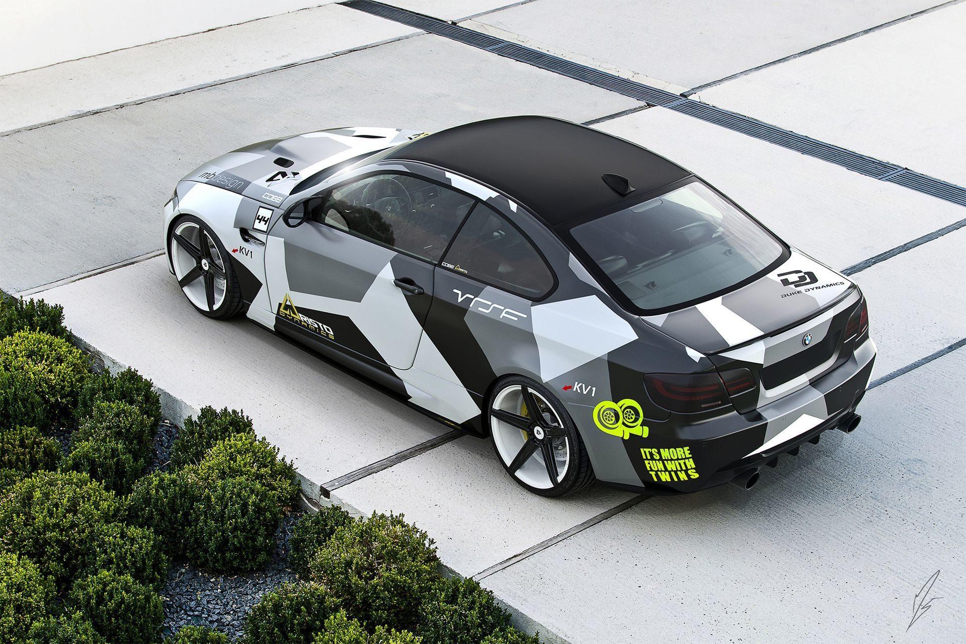 Оклейка автомобиля черной матовой пленкой