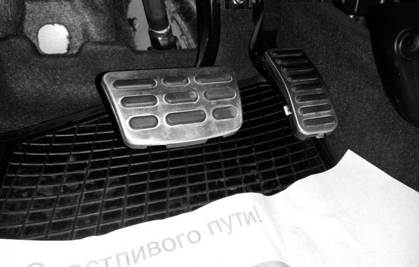 Особенности работы педали газа под левую ногу на машине с автоматом
