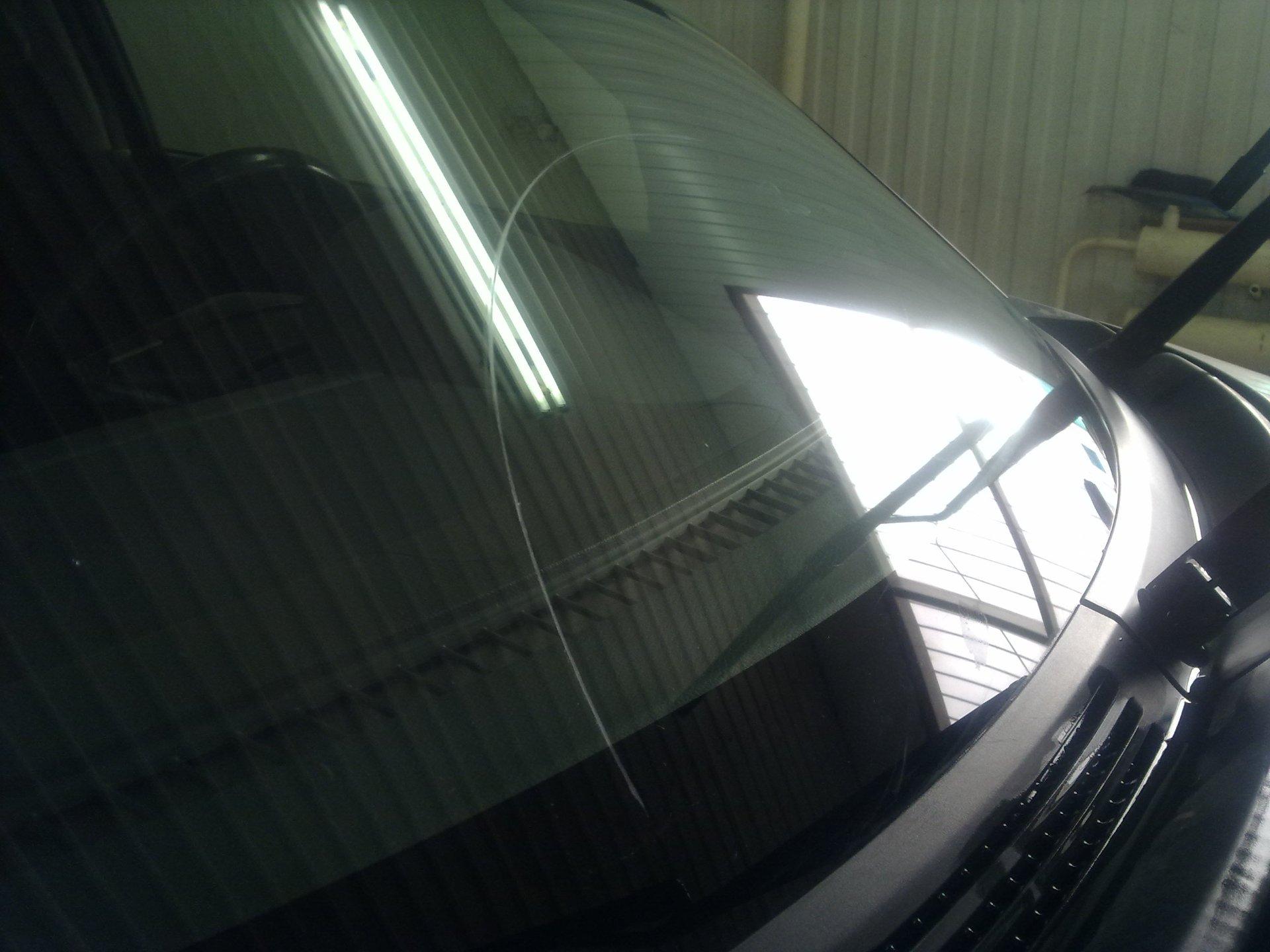 Царапины на лобовом стекле автомобиля