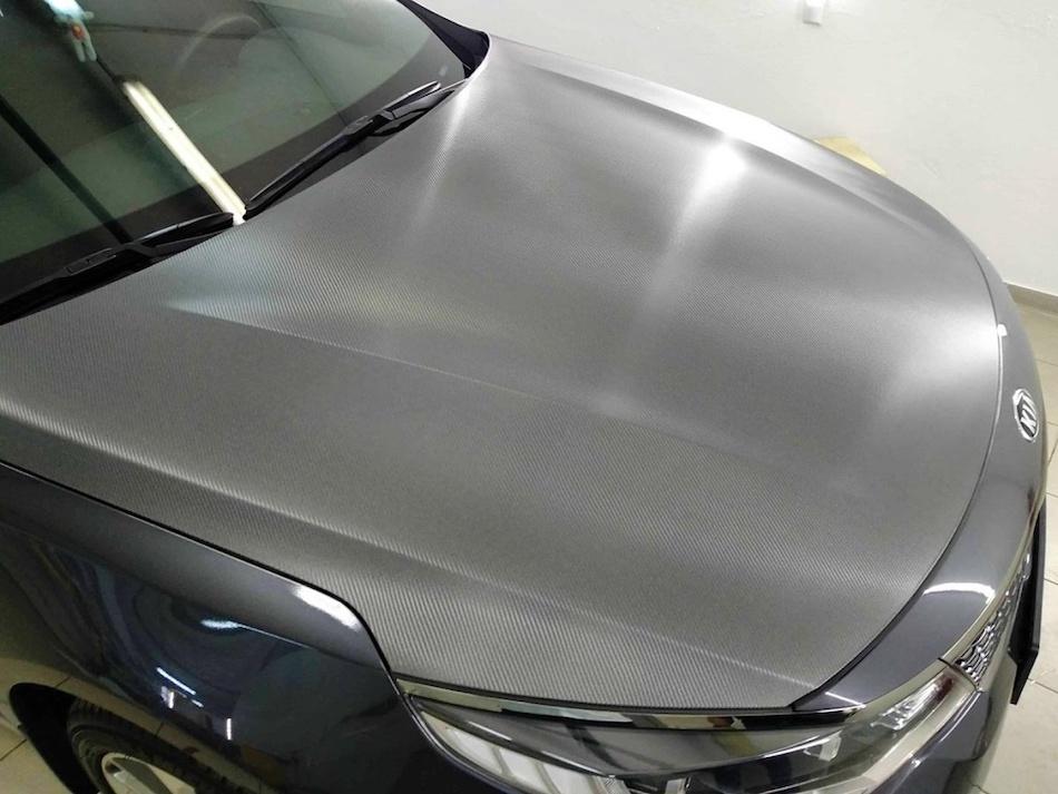 Виниловая пленка серебристо-серого цвета для автомобиля